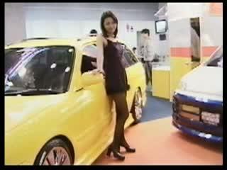 【レースクイーン盗撮】 東京モーターショーのコンパニオンのパンストを隠...